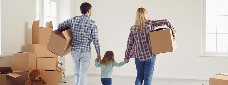 Family preparing for their house relocation